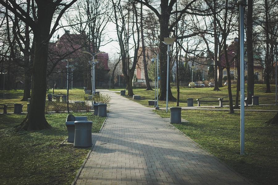 początki kwarantanny - opustoszały park słowackiego bielsko-biała