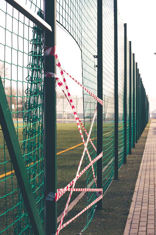 początki kwarantanny - zamknięte boisko