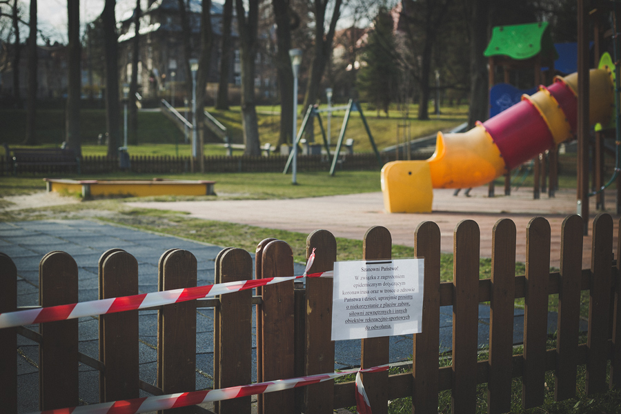 początki kwarantanny - zamknięty plac zabaw
